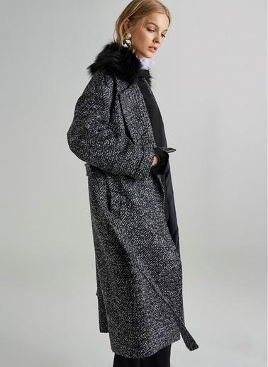 Monamoda Peluş Yaka Detaylı Uzun Kaban Siyah